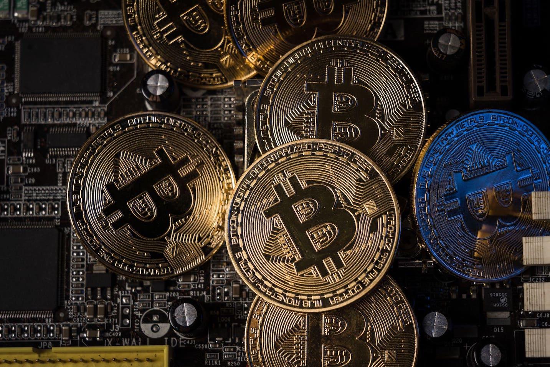 仮想通貨(暗号資産)って安全なの?危険性を回避する方法も解説