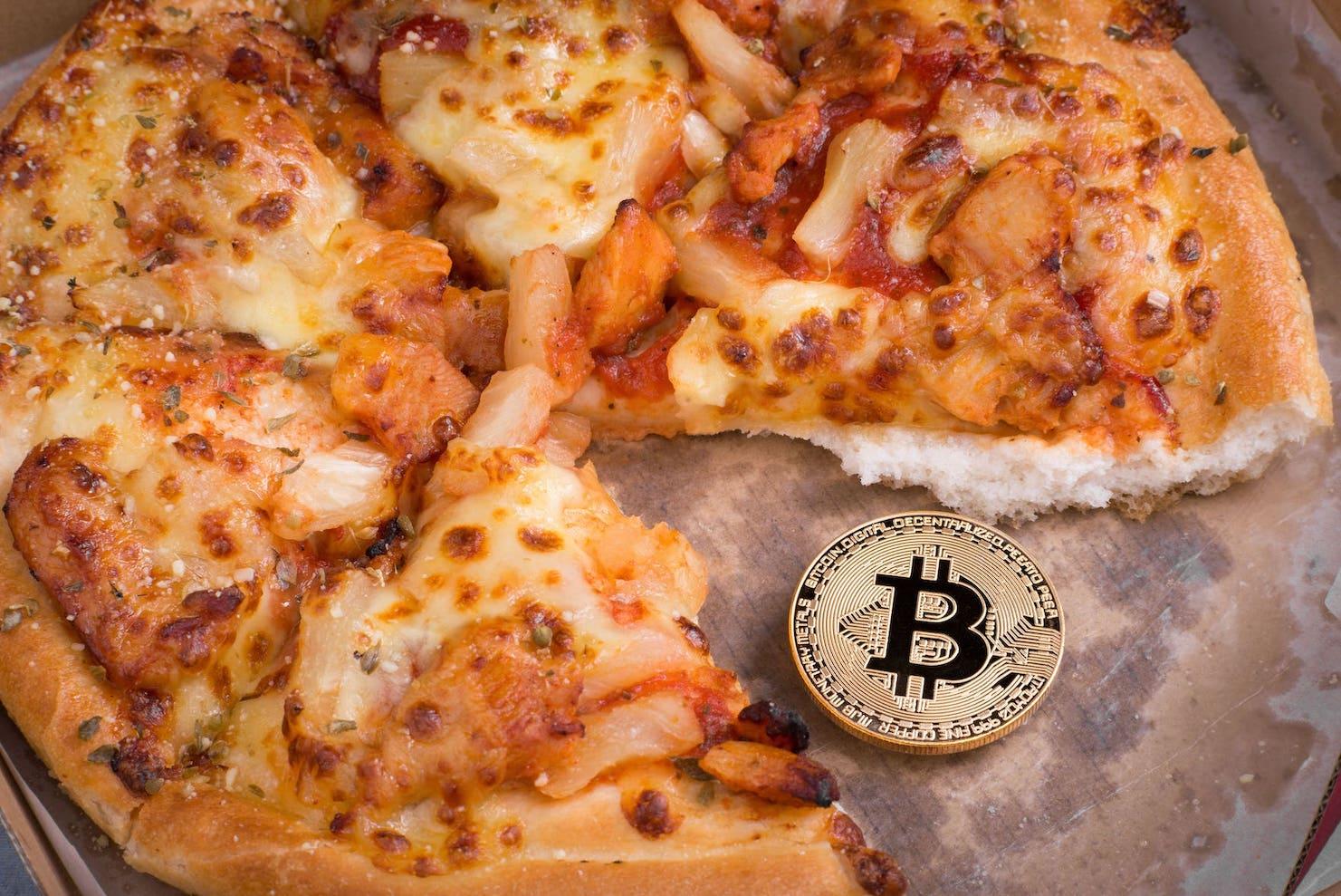 ビットコインピザとは?初めて交換された時の値段や歴史について